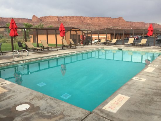 Capitol Reef Resort: Pool with a view
