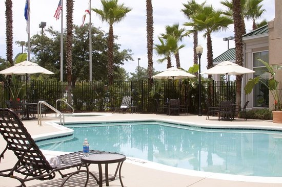 Hilton Garden Inn Jacksonville JTB / Deerwood Park: Outdoor Pool and Whirlpool