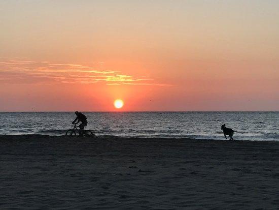 Marcilia Beach Bungalows: sunset