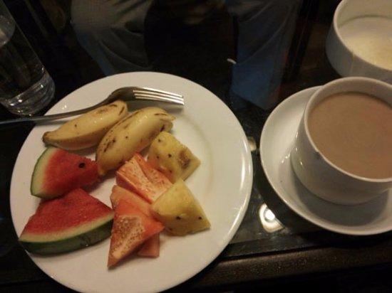 Plantation Hotel: ランチのフルーツとコーヒー