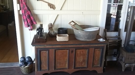 Mareeba, Australia: Many old household items on display.