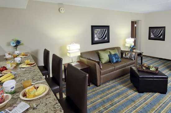 Hagerstown, MD : Suite Living Area