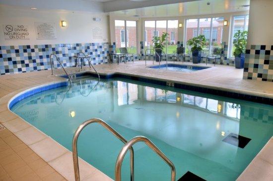 Berkeley, MO: Indoor Pool