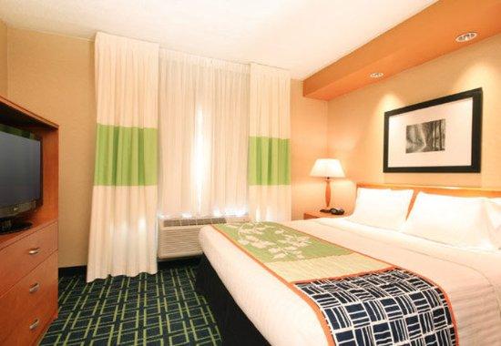 Avenel, NJ: King Guest Room