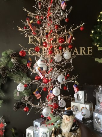 Vaillancourt Folk Art: Patriotic Christmas Tree