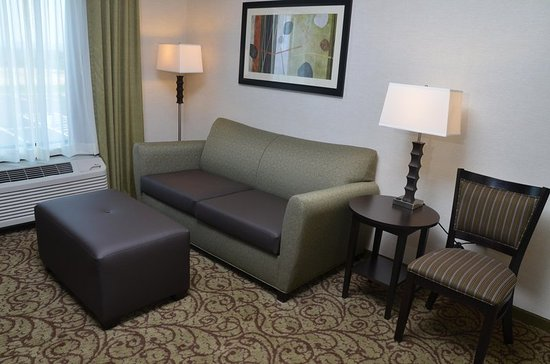 West Middlesex, PA: King Suite Living Area