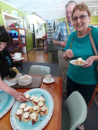 Yungaburra, Australia: We really enjoyed the fresh scones! Some served without cream for our non-dairy members!