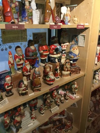 Vaillancourt Folk Art: Some of their figurines