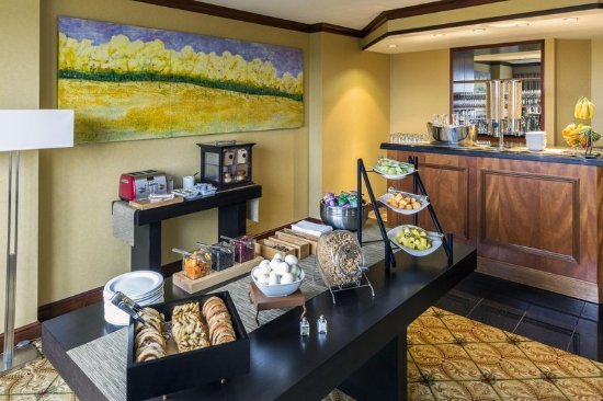 Short Hills, NJ: Exective Lounge Buffet