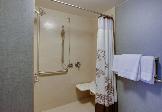 Chicopee, Μασαχουσέτη: Accessible Guest Bathroom