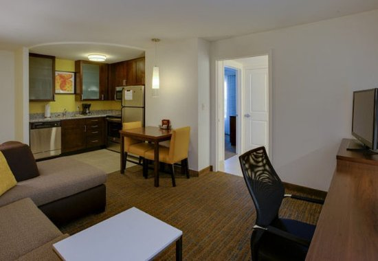 Chicopee, MA: One-Bedroom Suite