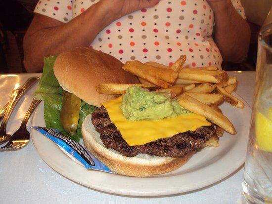 El Rancho Hotel & Motel: John Wayne burger
