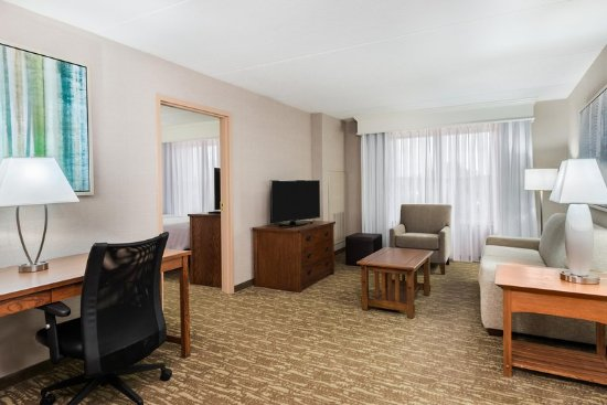 Homewood Suites by Hilton Buffalo-Amherst: Two Queen Suite Living Room