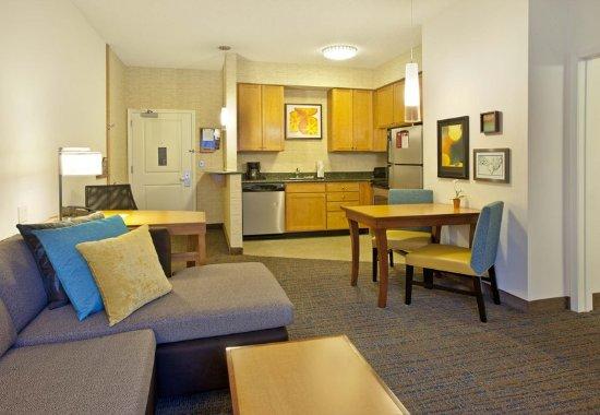 Branchburg, NJ: One-Bedroom Suite