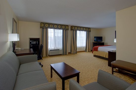Holiday Inn Express Winston-Salem: King Suite Living Area