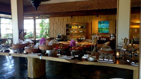 Belmond Napasai : The breakfast at the restaurant.