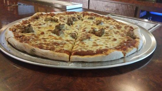 Ladysmith, WI: DJ's American Pizza & Pub