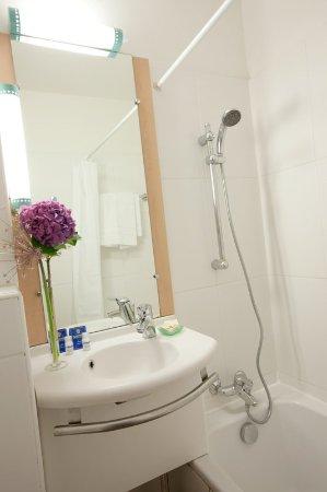 Hôtel balladins Cannes / Le Cannet : Bathroom