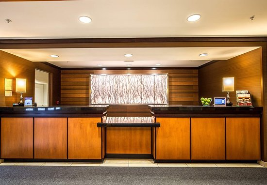 Exeter, New Hampshire: Front Desk