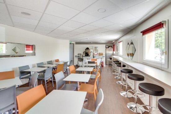 Isles-les-Villenoy, France: Breakfast