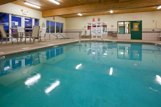 CountryInn&Suites Marinette Pool
