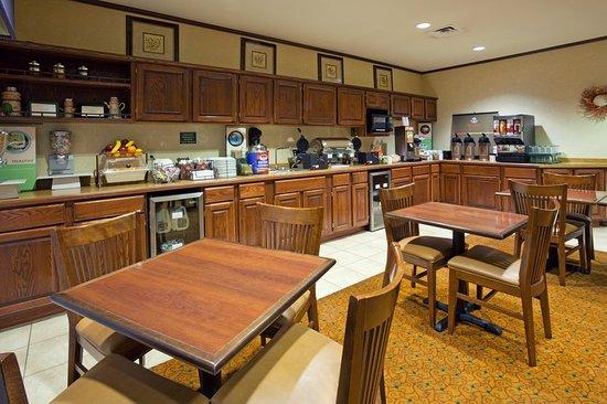 CountryInn&Suites Marinette BreakfastRoom