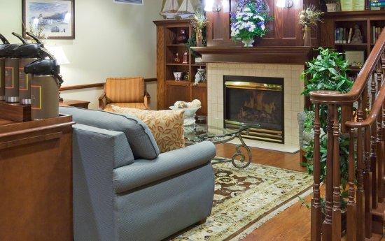 CountryInn&Suites Marinette Lobby