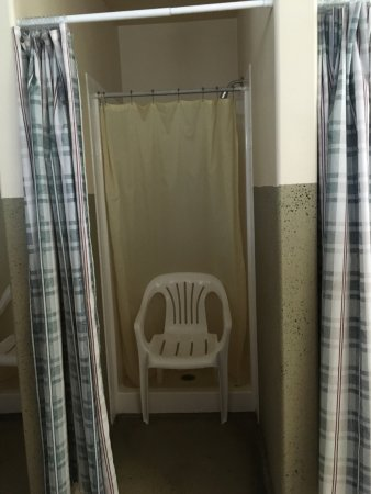 4J+1+1 RV Park: Shower in women's restroom