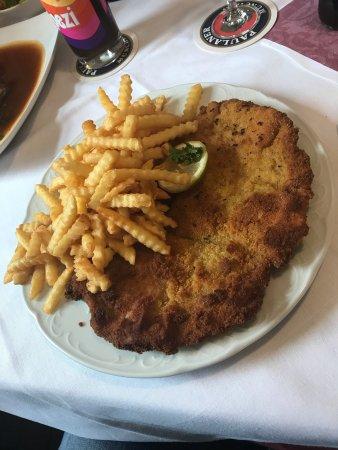 Landsberg am Lech, Tyskland: Das ist noch ein echtes Schnitzel mit Geschmack!