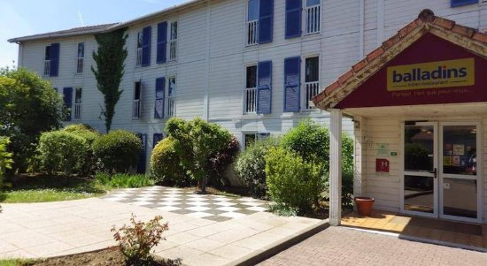 Hotel balladins Trappes: Exteriors