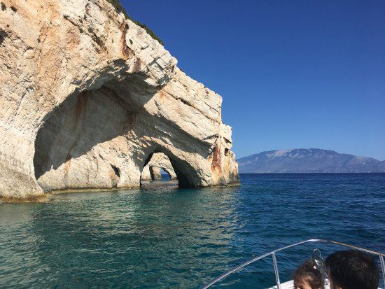 Ammoudi, Yunanistan: Boat trip with Tasos at Blue Caves