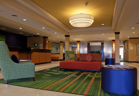 Fenton, MI: Lobby Seating Area