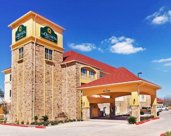 Floresville, TX: ExteriorView