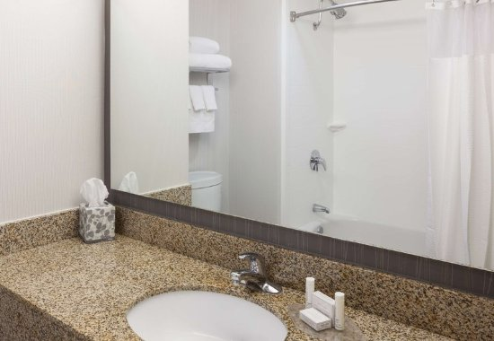 Cypress, CA: Guest Bathroom