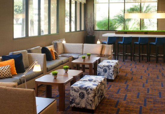 Cypress, CA: Lobby Seating