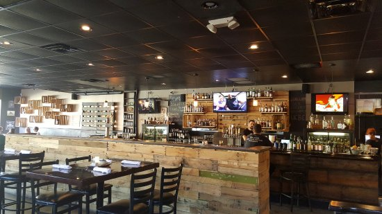 Maplewood, มิสซูรี่: View of the bar area