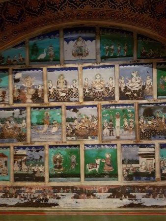 Samode, India: Fresco in Sheesh mahal