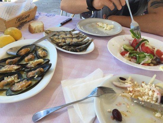 Theologos, กรีซ: Pescado fresco!! Muy rico y con buenas vistas!!