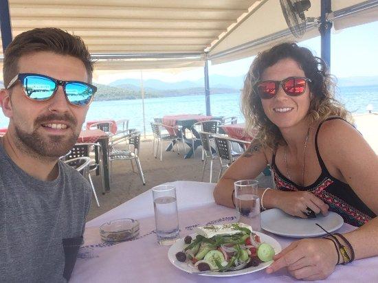 Theologos, Greece: Pescado fresco!! Muy rico y con buenas vistas!!