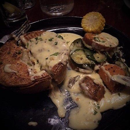 Auburn, Αυστραλία: chicken and leek pie with veggie stack & mustard sauce