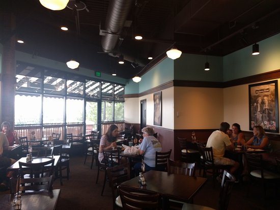 Highlands Ranch, CO: Clean and well appointed dining area