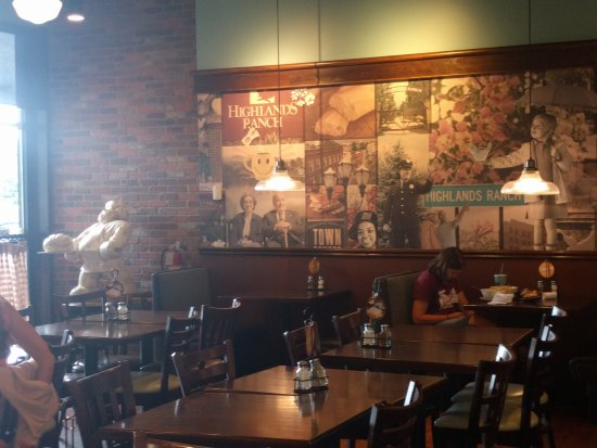 Highlands Ranch, CO: Front dining area of Corner Bakery