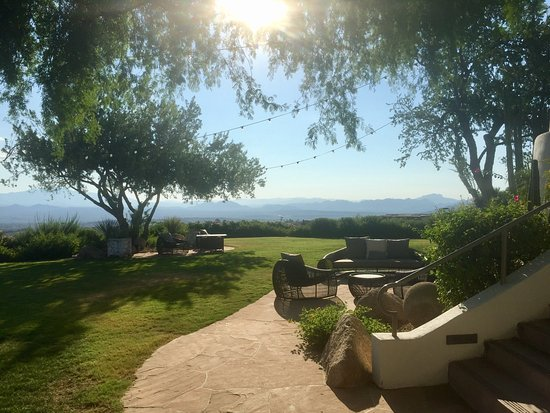 Fountain Hills, AZ: Unwind relax decompress be mindful live in the moment. This is the place to experience and trans