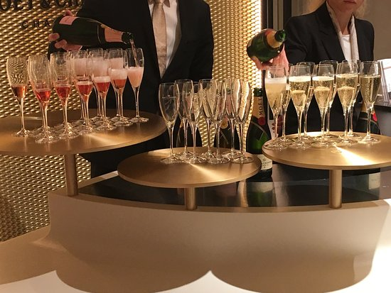 Moet et Chandon Champagne Cellars: photo1.jpg