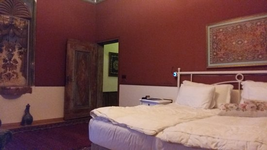 Fresco Cave Suites & Mansions: Room 204