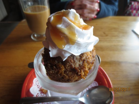 Oar House Bar & Grill: deep fried ice cream