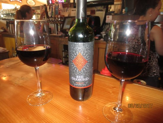 Oar House Bar & Grill: Red Diamond merlot