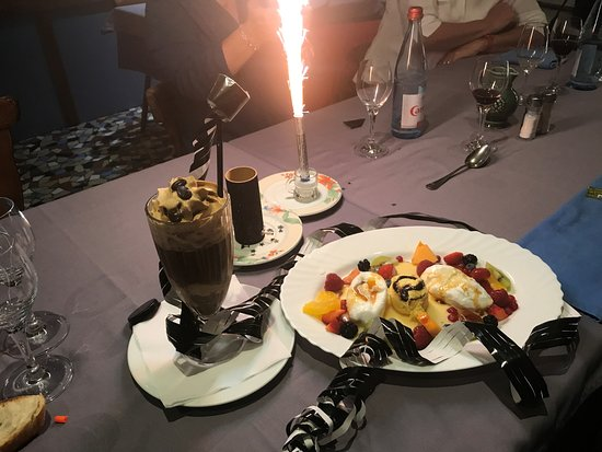 Au Bord du Rhin: Dessert: Îles flottantes et café liegeois