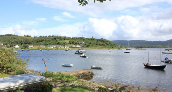 Tayvallich, UK: north shore road along the water's edge