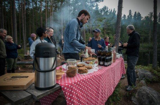 Skinnskatteberg, Швеция: Picnic dinner during our Moose Safari. Photo: Jörgen Pettersson